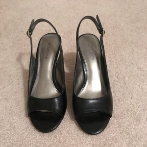 Liz Claiborne sling back black leather heel